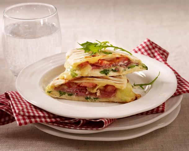 panini mit salami rezept chefkoch rezepte auf kochen backen und schnelle gerichte. Black Bedroom Furniture Sets. Home Design Ideas
