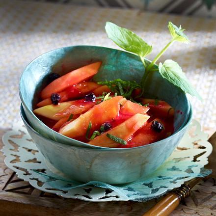 Papayasalat mit Himbeerpüree Rezept