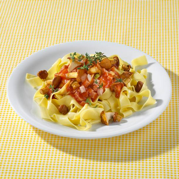Pappardelle mit Pfifferlingen in Tomatensoße Rezept