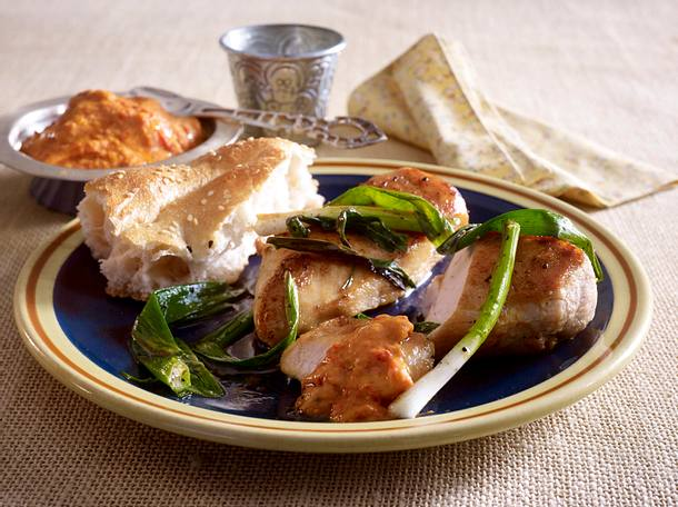 Paprika-Hummus zu Hähnchenfilet und Lauchzwiebeln Rezept