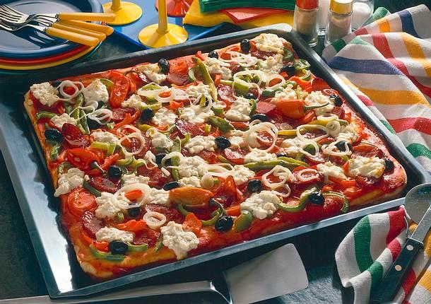 paprika pizza mit schafsk se rezept chefkoch rezepte auf kochen backen und. Black Bedroom Furniture Sets. Home Design Ideas