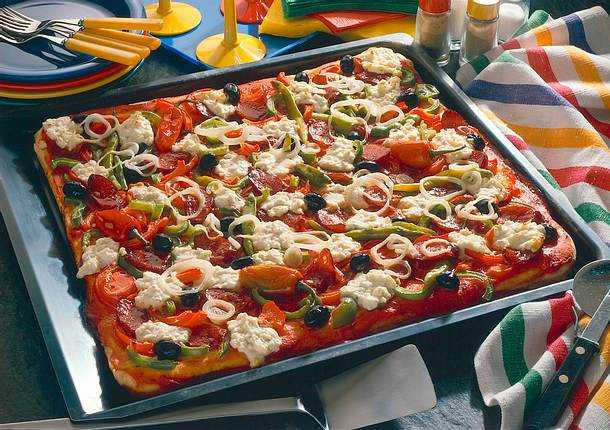 Paprika-Pizza mit Schafskäse Rezept