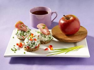 Paprika-Quark mit Schnittlauch und Lachsschinken auf Vollkorntalern Rezept