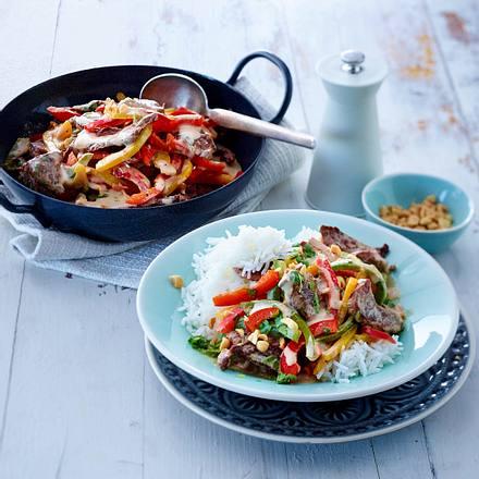 Paprika-Rindfleisch-Wok mit Erdnusssoße Rezept