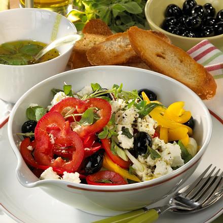 Paprika-Salat mit Schafskäse Rezept