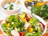 Paprika-Zucchini-Salat mit Hähnchenfilet Rezept