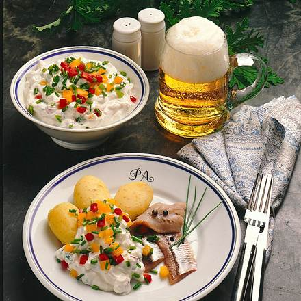 Paprikaquark zu Pellkartoffeln und Heringsfilets Rezept