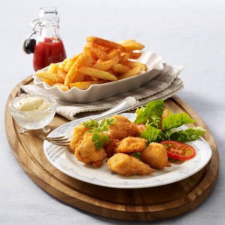 Parmesan-Chicken-Nuggets mit Aioli-Dip und Pommes Rezept