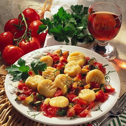 Parmesan-Gnocchi auf Gemüse Rezept