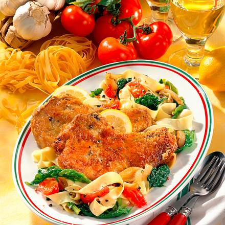 Parmesan-Kotelett auf Nudeln Rezept
