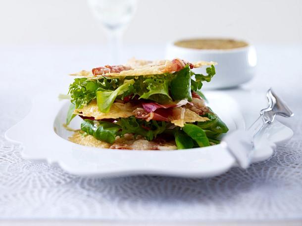 Parmesan-Parmaschinken-Chips mit Tomaten-Oliven-Tapenade Rezept