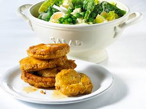 Parmesan-Schnitzelchen mit Salat Rezept