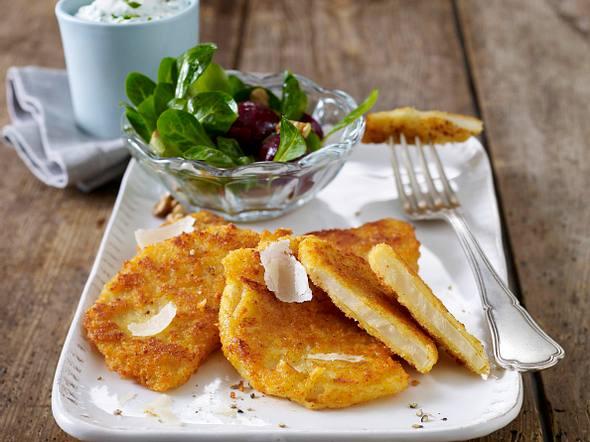 Parmesan-Sellerieschnitzel mit Kräuterdip und kleinem Salat Rezept