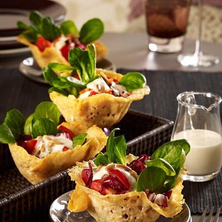 Parmesankörbchen mit Salat Rezept