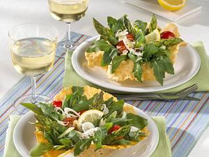 Parmesankörbchen mit Spargel-Tomatensalat in Joghurt-Zitronensoße Rezept