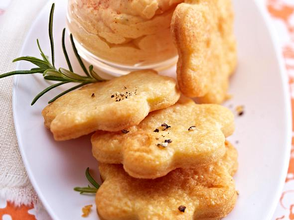 Parmesanplätzchen mit Paprikamousse Rezept