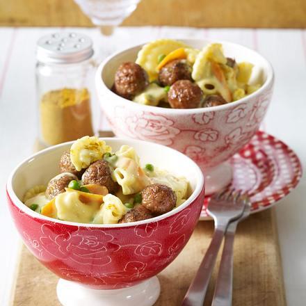 Pasta mit Hackbällchen und Curry-Gemüse-Soße Rezept