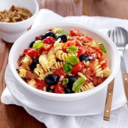 pasta mit kirschtomaten und oliven rezept chefkoch rezepte auf kochen backen und. Black Bedroom Furniture Sets. Home Design Ideas