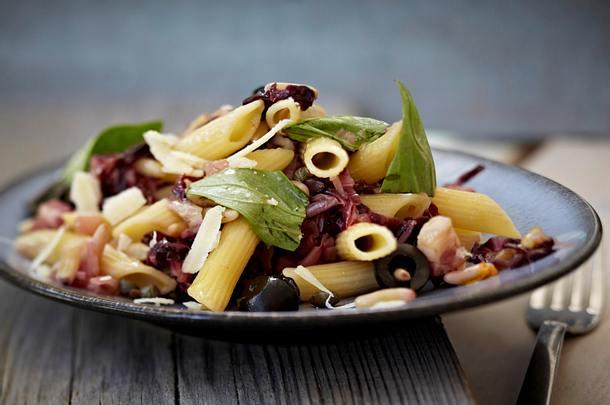 Pasta mit Radicchio, Oliven und Kapern Rezept