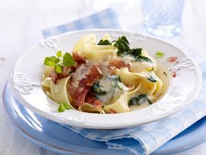 Pasta mit Ricotta-Spinat-Schinkensoße Rezept