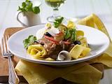 Pasta mit Rinderfiletstreifen, Oliven und Tomaten Rezept