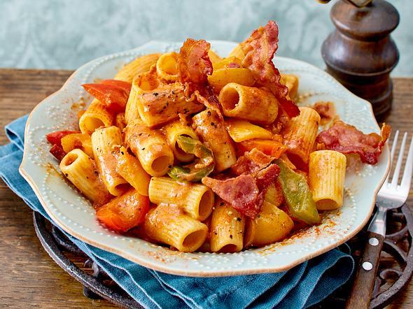 Pasta Peperone mit Speckfleckerln Rezept
