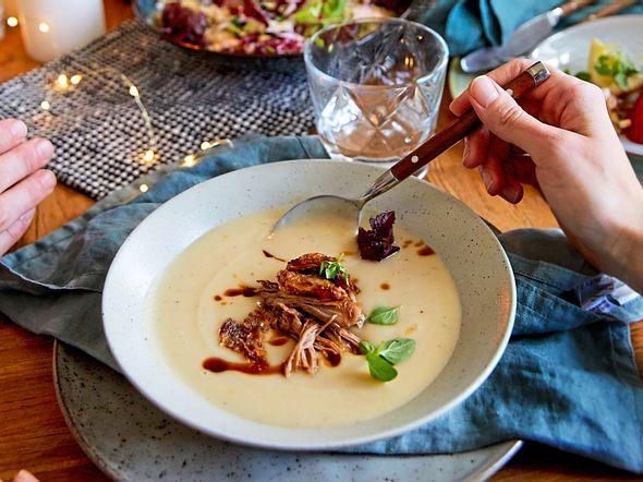 Pastinaken-Birnen-Süppchen mit Pulled Ente Rezept
