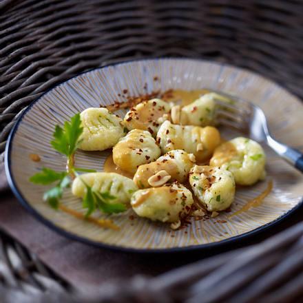 Pastinaken-Gnocchi mit Petersilie und roter Currysoße Rezept
