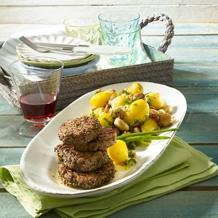 Pellkartoffel-Salat mit Pfeffer-Hacksteak Rezept