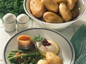 Pellkartoffeln zu Matjes mit Preiselbeeren Rezept