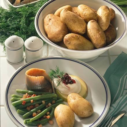 pellkartoffeln zu matjes mit preiselbeeren rezept chefkoch rezepte auf kochen. Black Bedroom Furniture Sets. Home Design Ideas