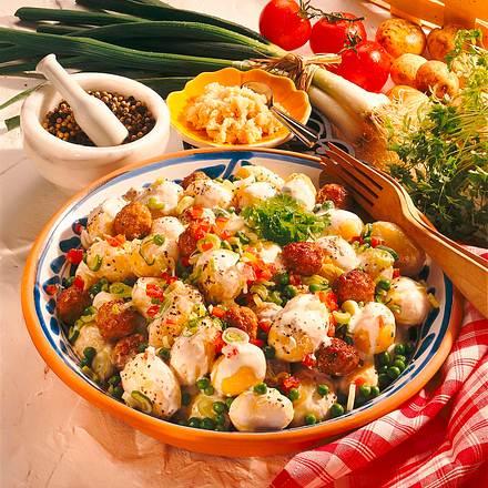 Pellkartoffelsalat mit Mettbällchen Rezept
