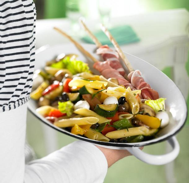 Penne-Antipasti-Salat Rezept
