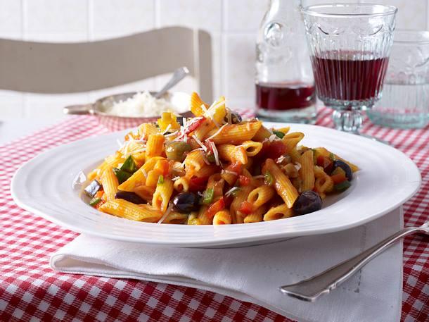 Penne in sizilianischer Tomatensoße Rezept
