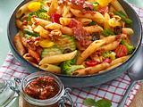 Penne mit Bacon und Tomatenpesto Rezept
