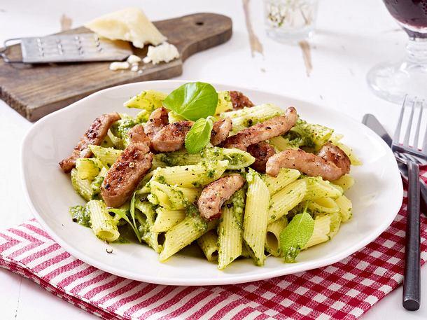 Penne mit Salbei-Basilikum-Pesto und Salsiccia Rezept