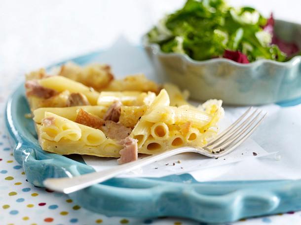 Penne-Parmesan-Frittata mit Thunfisch und geröstetem Brot Rezept