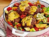 Pesto-Frikadellen mit Kartoffel-Gemüsepfanne (TITEL) Rezept