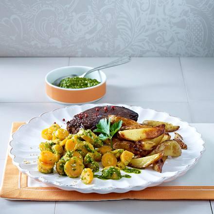 Pesto-Möhren zu Steak und Kartoffelspalten Rezept
