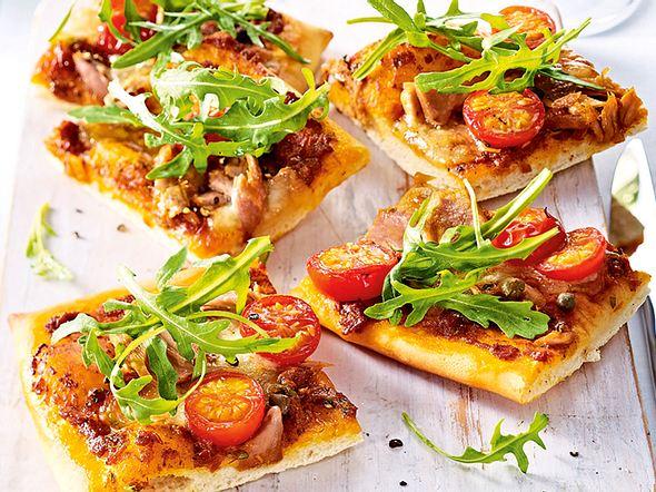 Pesto-Pizza mit Thunfisch und Kapern Rezept