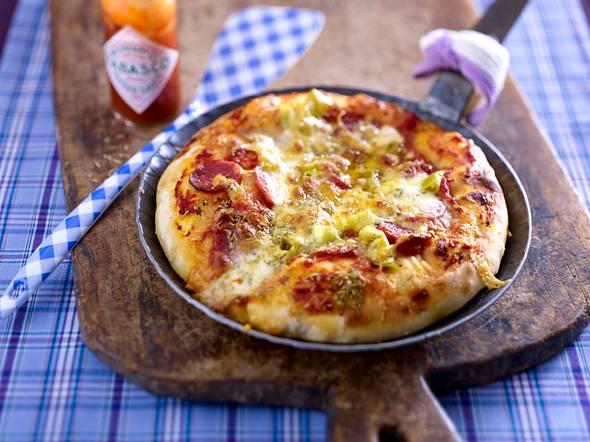 Pfannen-Salami-Pizza Rezept