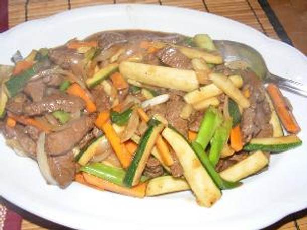 Pfannengerührtes Rindfleisch mit Gemüse Rezept