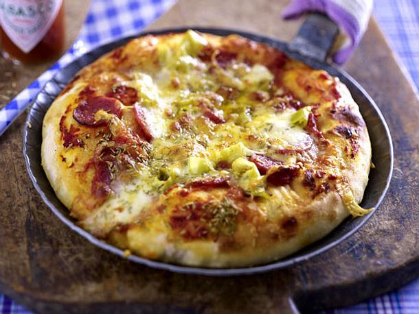 Pfannenpizza mit Salami Rezept