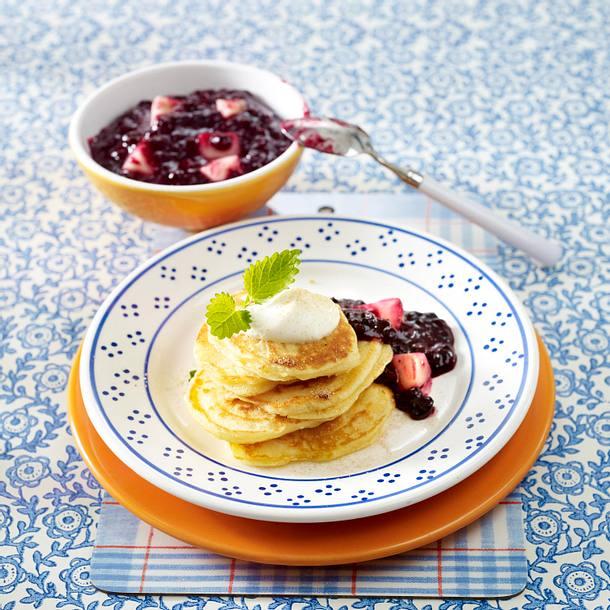Pfannkuchen mit Heidelbeer-Kompott und Vanillecreme Rezept