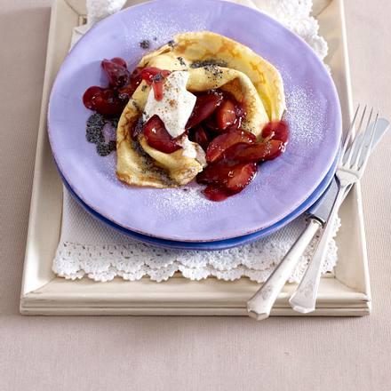 Pfannkuchen mit Pflaumenkompott und Mohnbutter Rezept