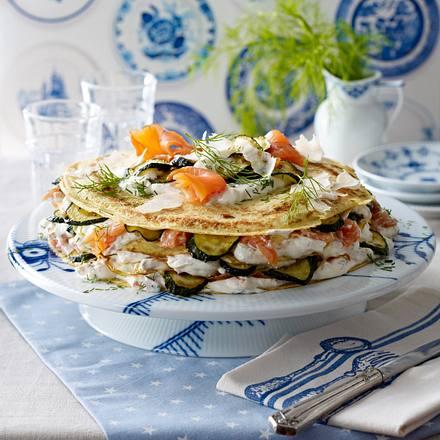 Pfannkuchen-Torte mit Lachs und Zucchini Rezept