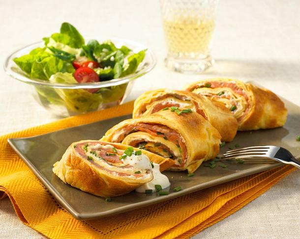 Pfannkuchen vom Blech mit Räucherlachs und Crème fraîche Rezept