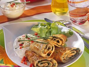 Pfannkuchenrollen mit Käse-Dip Rezept