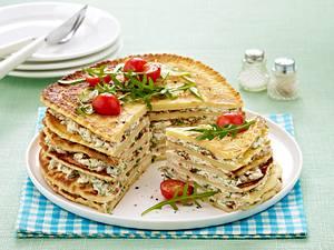 Pfannkuchentorte mit Tomaten-Frischkäsefüllung Rezept