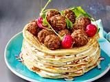 Pfannkuchenturm mit Hackbällchen-Krone Rezept